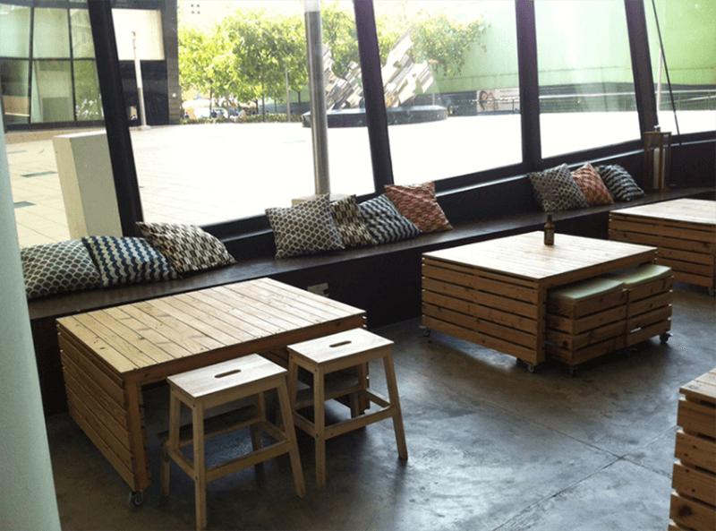 Bàn ghế được làm từ pallet rất được ưa chuộng