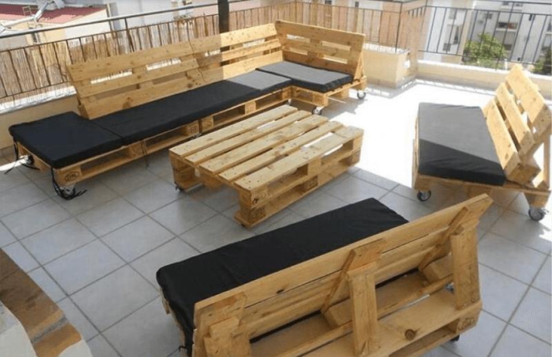 Bàn ghế làm từ gỗ pallet