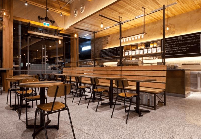 Bộ bàn ghế gỗ pallet dùng trong nhà hàng