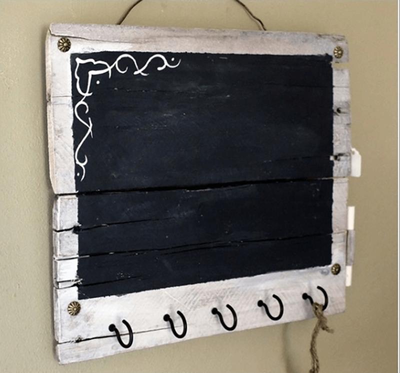 Làm bảng đen cho bé bằng gỗ pallet