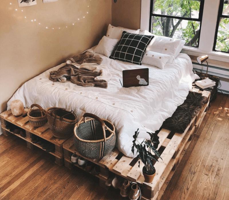 Mẫu giường đơn giản được làm từ gỗ pallet