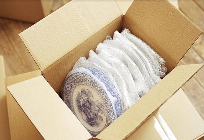 Các loại hàng hóa dễ vỡ nên được tách riêng và bọc từng mặt hàng
