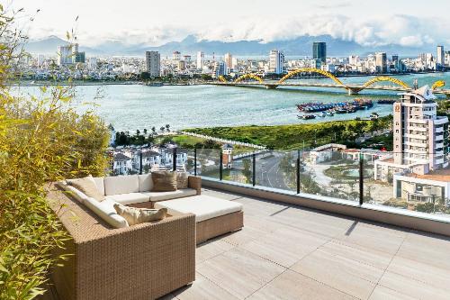 Một góc của căn penthouse có view hướng ra sông Hàn